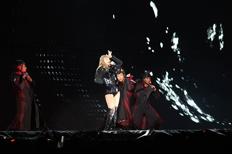 Taylor Swift Reputation Stadium Tour At Soldier Field Chicago Concert Reviews