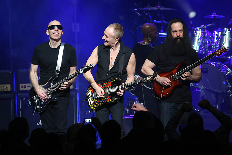 joe satriani john petrucci dream theater phil collen def leppard g3 tour at chicago. Black Bedroom Furniture Sets. Home Design Ideas